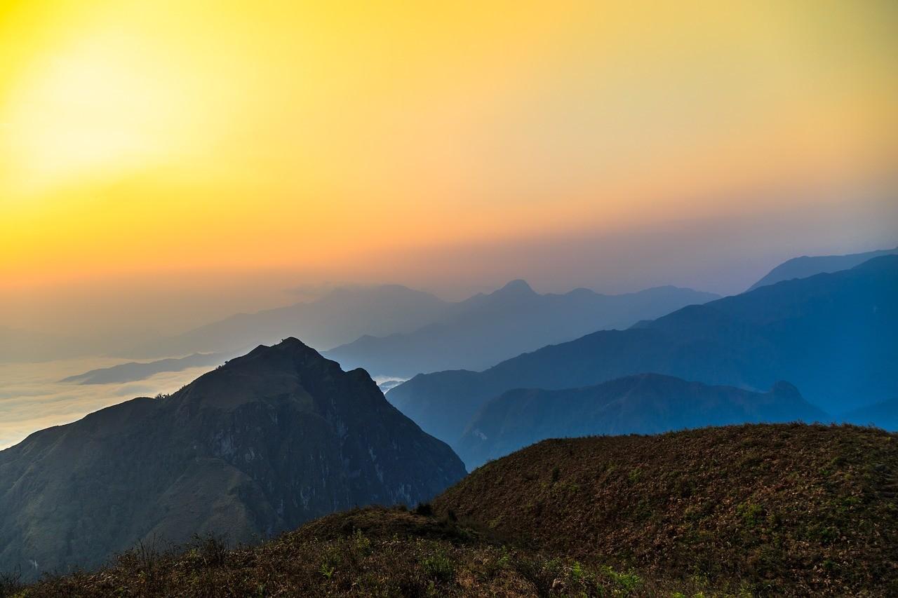laosz kave hegyvidek A Laosz kávé fő kávétermelő területe a Bolaven- fennsíkon található, ahol vulkanikus vörös talaj a jellemző, ami ideális a kávécserjék műveléséhez. Laoszon Arabica, Robusta, és Liberica kávéfajtákat egyaránt termesztenek.