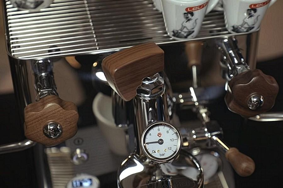Lelit BIANCA otthoni kavefozo kar Lelit BIANCA otthoni kávéfőzőgép a non-plus-ultra masina Olaszországból, a gép maga a kávéfőzés netovábbja. Méltó társa sokféle csodakávéfőzőnek.