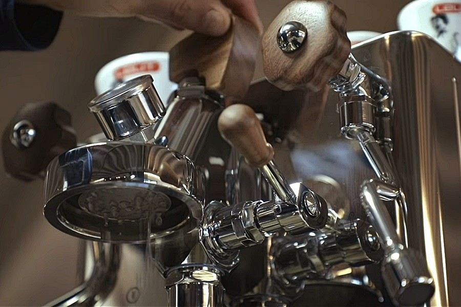 Lelit BIANCA otthoni kavefozogep E61 Lelit BIANCA otthoni kávéfőzőgép a non-plus-ultra masina Olaszországból, a gép maga a kávéfőzés netovábbja. Méltó társa sokféle csodakávéfőzőnek.