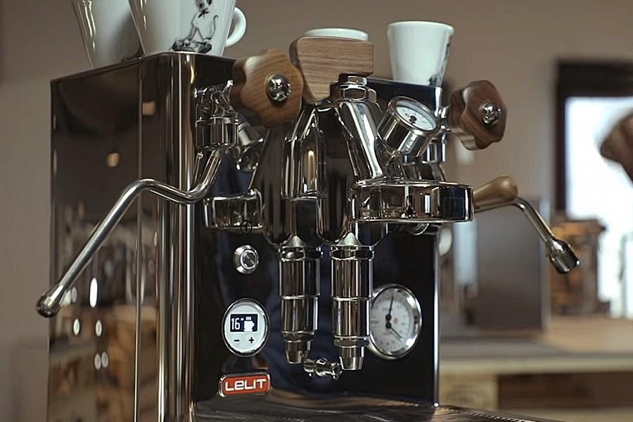 Lelit BIANCA otthoni kavefozogepe Lelit BIANCA otthoni kávéfőzőgép a non-plus-ultra masina Olaszországból, a gép maga a kávéfőzés netovábbja. Méltó társa sokféle csodakávéfőzőnek.