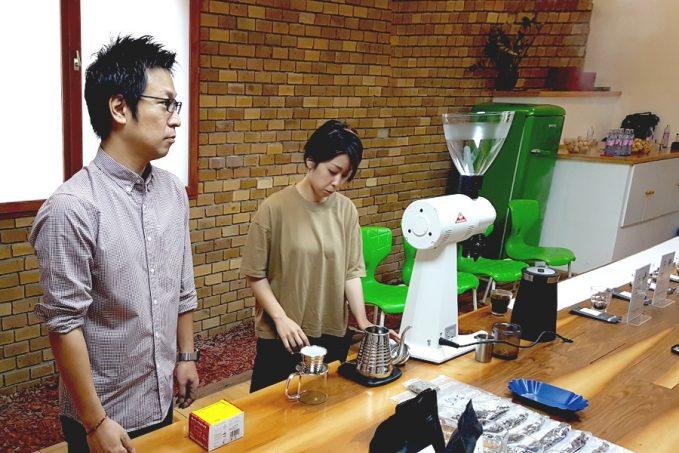 Daisuke cupping japán pörkölőmesterrel salvadori kávéból Budapesten