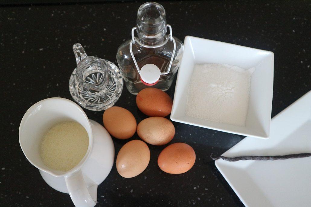 tojaslikor alapanyagok A tojáslikőr nem tartozik a világ leggyakoribb alkoholos italai közé, de ennek ellenére nagyon jellegzetes kategóriát alkot.