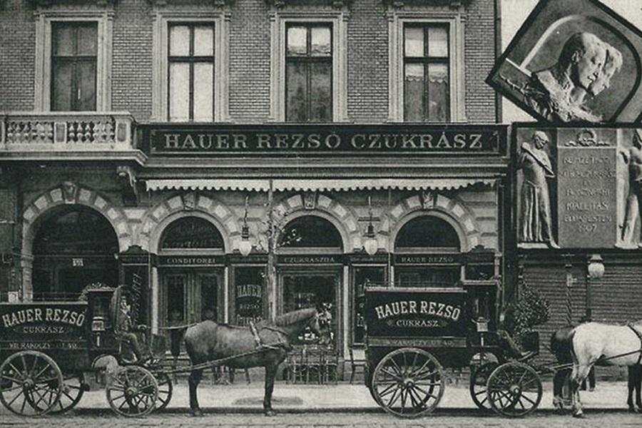 Hauer Rezso Czukrasz 130 éves a Hauer Cukrászda és Kávéház, a XIX század fordulója óta patinás név a szakmában. Volt nem kis kihagyás a 2017-es újranyitás előtt.