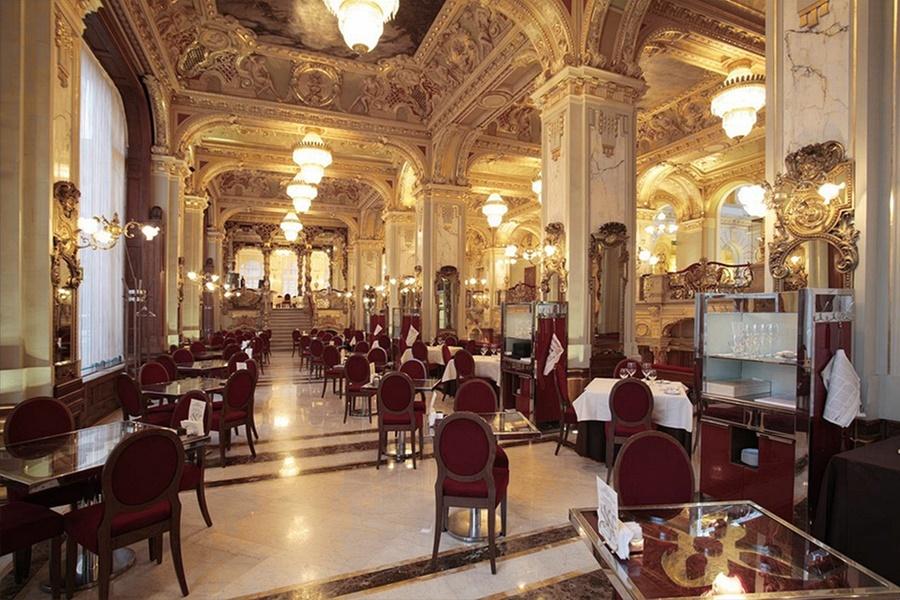 New York kavehaz A New York Palace Hotel ez évtől francia érdekeltségként AnantaraHotel&Resort kézen üzemel. Végre felvirágzik a szállodának.