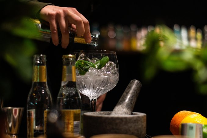 Gin tonic skorpióval? Te meginnád?