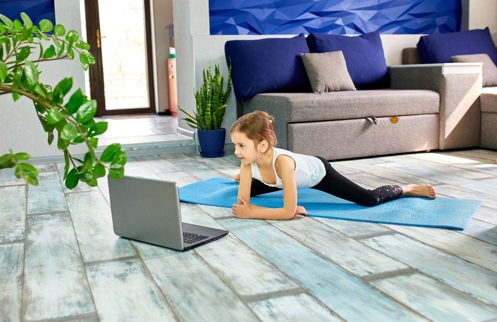 otthoni konditerem 3 Szeretnék egészségesebb, sportosabb lenni, de nincs időm, nem tudom beiktatni a programomba a mozgást, sokat dolgozom, messze a konditerem...