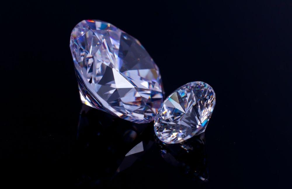 swarovsky kristaly Rengeteg férfi ékszert szeretne ajándékozni párjának, feleségének karácsonyra, mégis gondot okoz nekik, hogy mit is válasszanak.