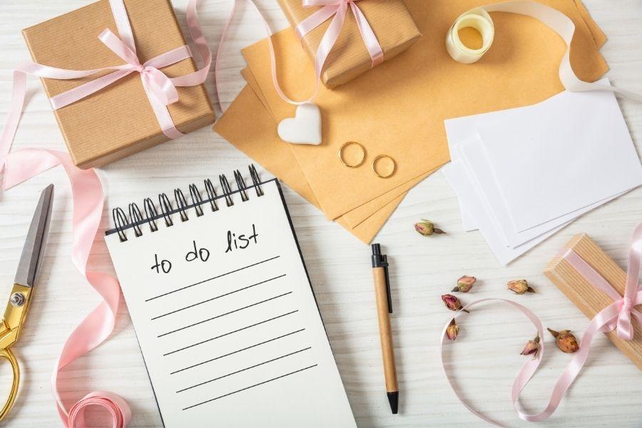 eskuvoi lista Szék, gyűrű, ruha, ételek, szállítás, fogadás, és még sorolhatnánk. Minden megvan? Ellenőrizd a listádból!