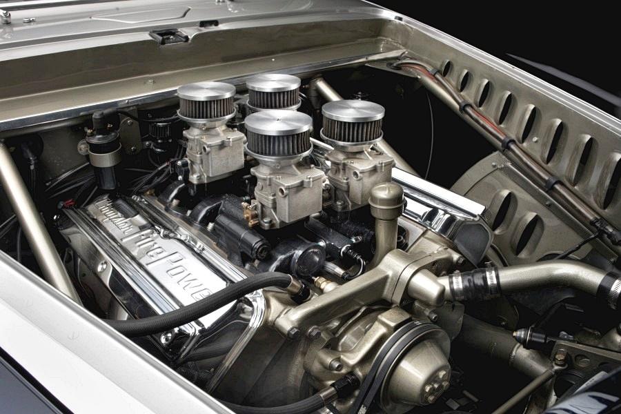 Cunningham C 3 Continental Coupe motorblock Koncepció autók – magyarul kissé esetlenül hangzik, mert hazai autógyártásunk nincsen és a buszgyártás sem egy vivőágazat.