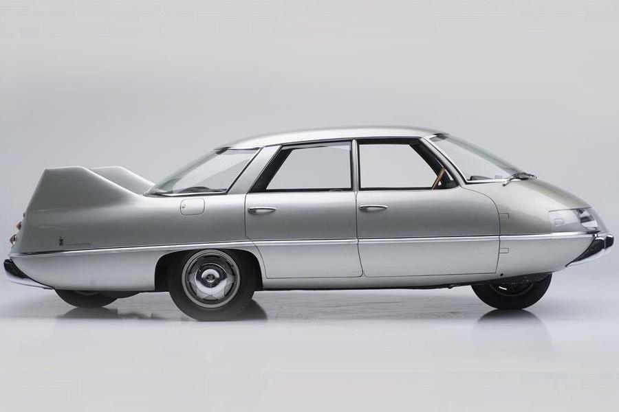 Model X by Pininfarina 1960 Koncepció autók – magyarul kissé esetlenül hangzik, mert hazai autógyártásunk nincsen és a buszgyártás sem egy vivőágazat.