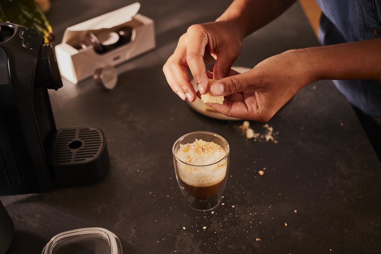 Tchibo Cafissimo automata Reggeli kávénkat kortyolgatva csak ritkán gondolunk bele, mi is a kávé útja, mennyi munka szükséges hozzá, míg a csészénkbe kerül.