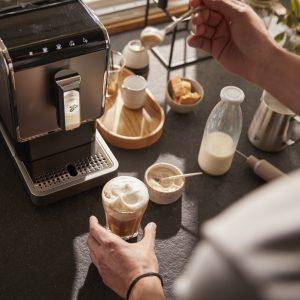 Tchibo kave 2 Reggeli kávénkat kortyolgatva csak ritkán gondolunk bele, mi is a kávé útja, mennyi munka szükséges hozzá, míg a csészénkbe kerül.