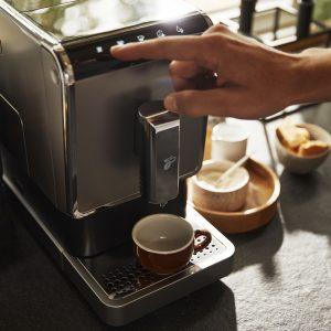 Tchibo kave 4 Reggeli kávénkat kortyolgatva csak ritkán gondolunk bele, mi is a kávé útja, mennyi munka szükséges hozzá, míg a csészénkbe kerül.