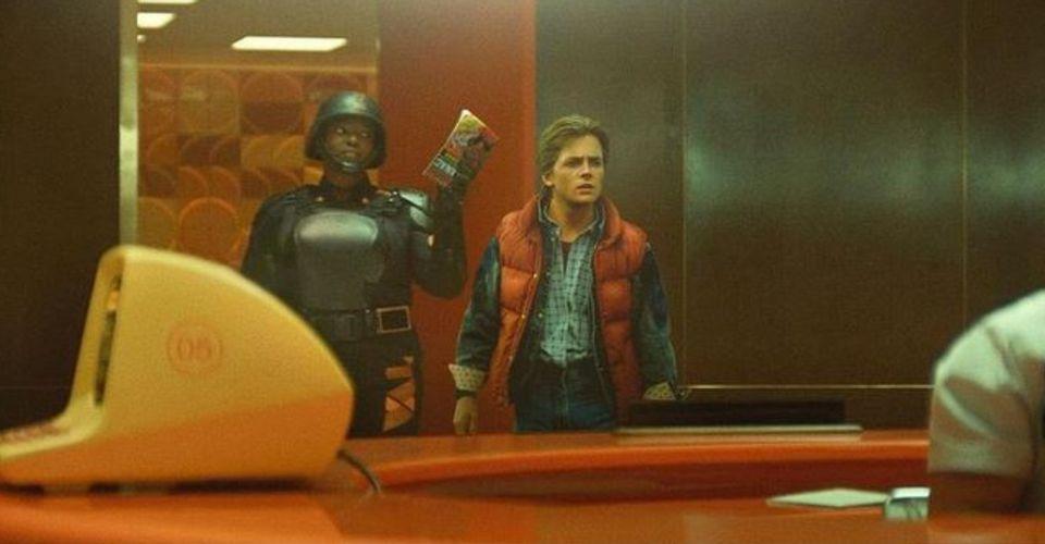 Michael J Fox as Marty McFly Back to the Future Wunmi Mosaku as Hunter B15 TVA Loki Fan Art A TVA, amit szabad fordításban Idővariációs Hatóságnak lehet értelmezni, a jövőből hozott Sport Almanach miatt letartóztatta Marty McFly-t.