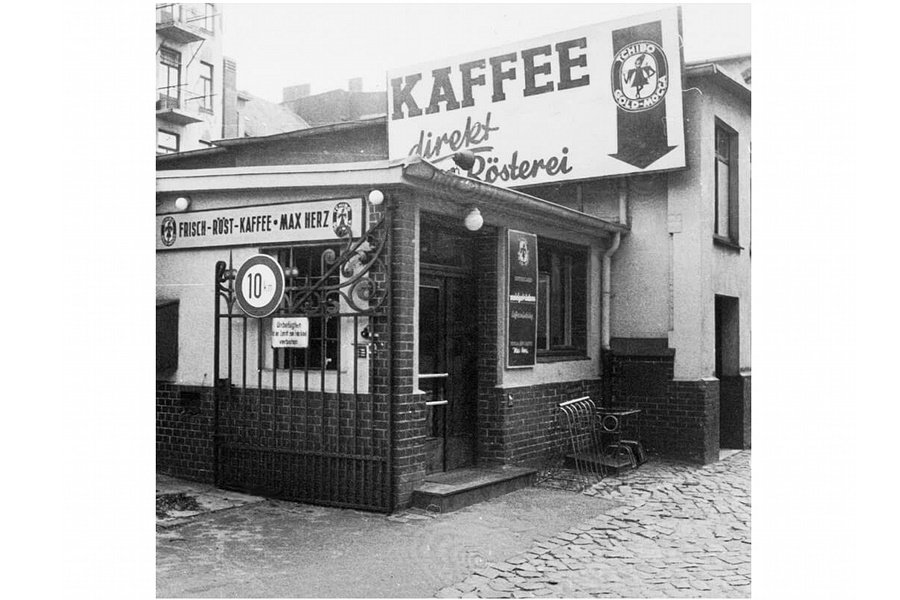 TCHIBO Porkolouzem GOLD MOCCA reklammal A Tchibo kávé nagy vargabetűvel visszatért Amerikába, mert a hamburgi illetőségű kávés cég a terjeszkedés új irányának az USA piacát tűzte ki.