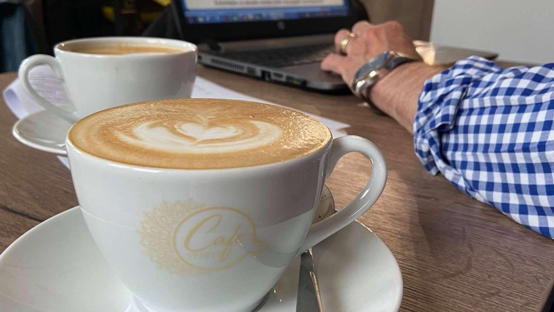 cafe spirit kave Rengeteg finomságot lehet megkóstolni Siófok első kizárólag mentes termékeket áruló családi kávézójában.