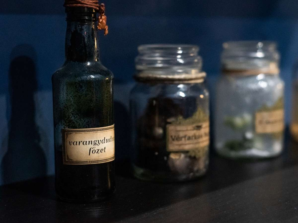 harry potter tiltott zug Nemrég nyílt meg a Tiltott Zug elnevezésű hely Budapest belvárosa alatt, amelyben egy Harry Potter tematikájú világ elevenedik meg