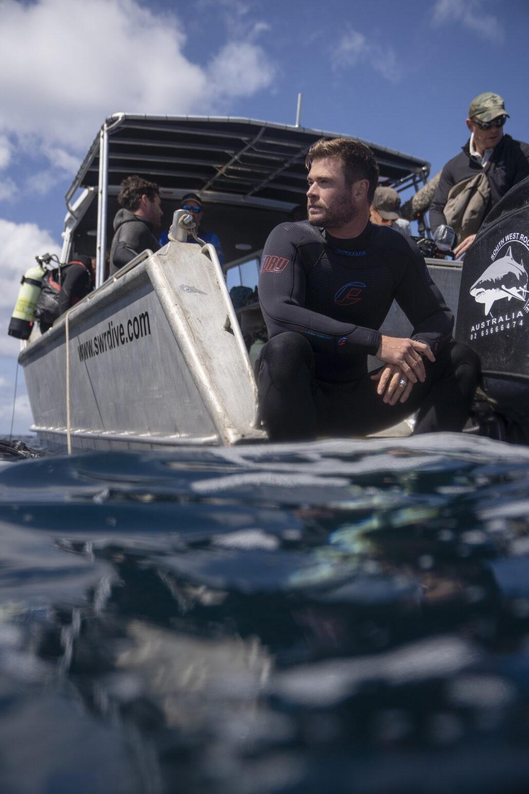 Chris Hemsworth Mohónak és vérszomjasnak tartott cápáknak valóban van egy rejtett, szelíd arca is? Hogyan zajlik egy cápatámadás? Nézd meg a Cápafesztivált!