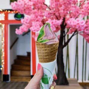 """Matcha Tsuki 12 Latte, limonádé, fagyi, sajttorta – klasszikus finomságok, amiket már """"matchásítva"""" is megkóstolhatunk a főváros két pontján."""