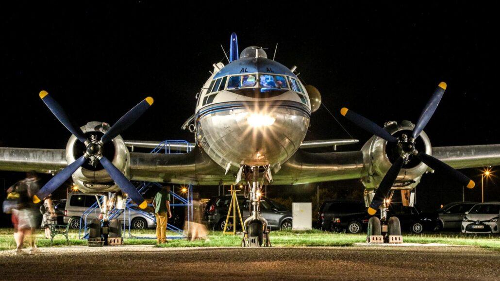 Aeropark repulomuzeum Az este, amikor múlt, jelen és jövő találkozik a ferihegyi repülőmúzeumban, az Aeropark éjszakáján.
