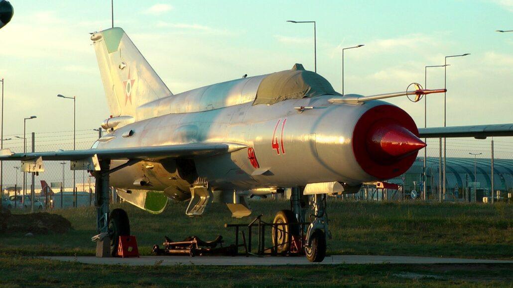 Mig 21 Az este, amikor múlt, jelen és jövő találkozik a ferihegyi repülőmúzeumban, az Aeropark éjszakáján.