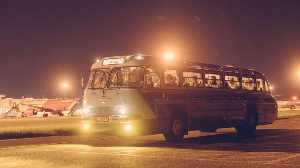 Repteri Busz Ikarus 55 Az este, amikor múlt, jelen és jövő találkozik a ferihegyi repülőmúzeumban, az Aeropark éjszakáján.