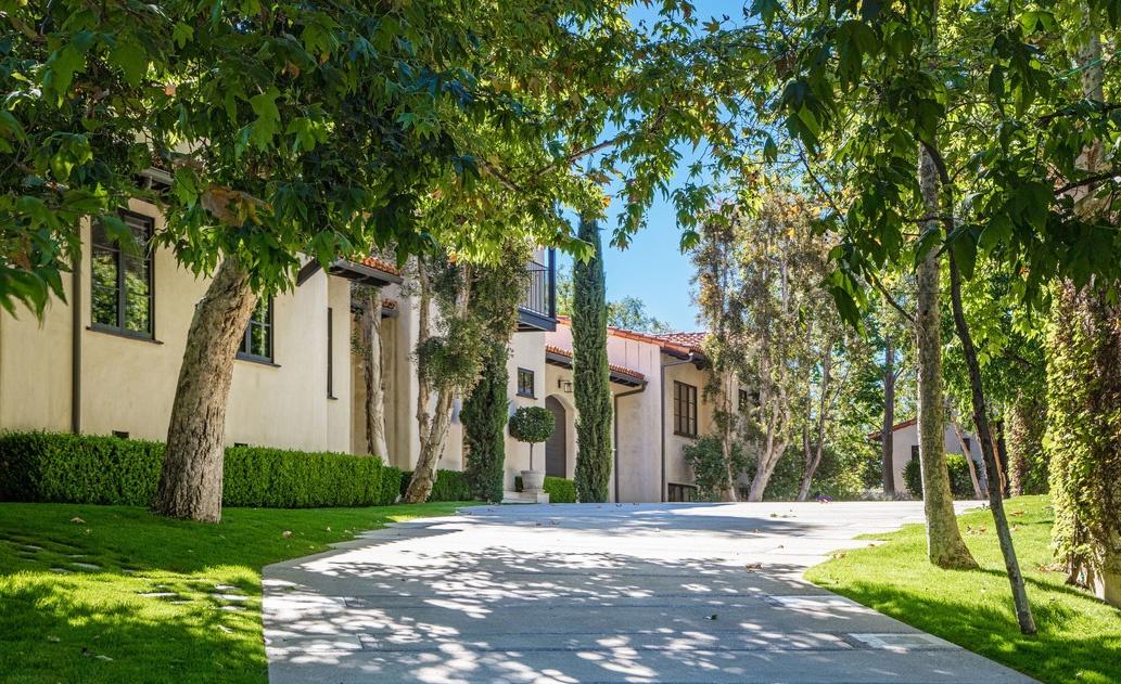 Justin Timberlake es Jessica Biel haza a kert felol Justin Timberlake és Jessica Biel (a popsztár és felesége, a színésznő) 35 millió dollárért árulja Hollywood Hills-i luxus birtokát.