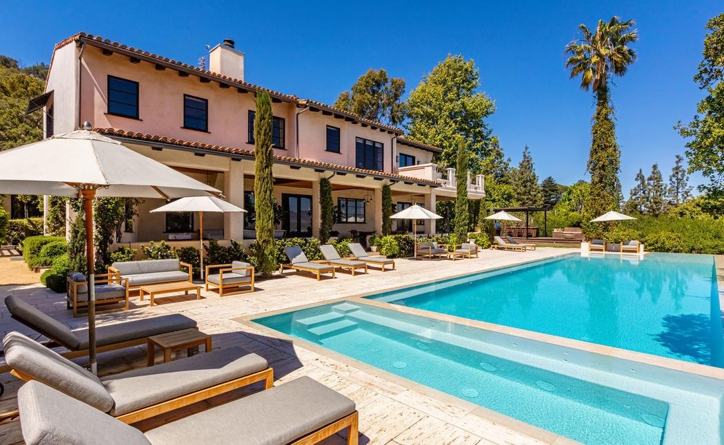 Justin Timberlake es Jessica Biel haza medencevel Justin Timberlake és Jessica Biel (a popsztár és felesége, a színésznő) 35 millió dollárért árulja Hollywood Hills-i luxus birtokát.
