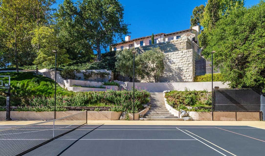 Justin Timberlake es Jessica Biel haza teniszpalyaval Justin Timberlake és Jessica Biel (a popsztár és felesége, a színésznő) 35 millió dollárért árulja Hollywood Hills-i luxus birtokát.