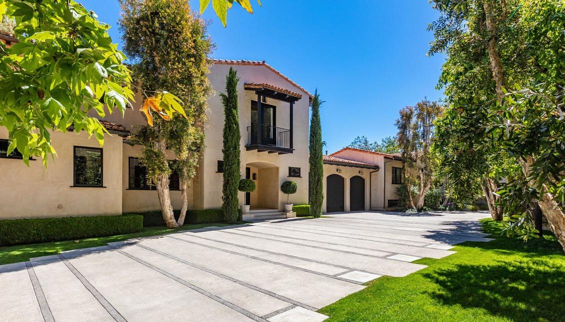 Justin Timberlake es Jessica Biel hazanak bejarata Justin Timberlake és Jessica Biel (a popsztár és felesége, a színésznő) 35 millió dollárért árulja Hollywood Hills-i luxus birtokát.