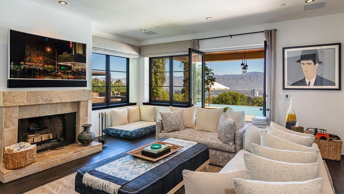 Justin Timberlake es Jessica Biel hazanak piheno szobaja kandalloval Justin Timberlake és Jessica Biel (a popsztár és felesége, a színésznő) 35 millió dollárért árulja Hollywood Hills-i luxus birtokát.