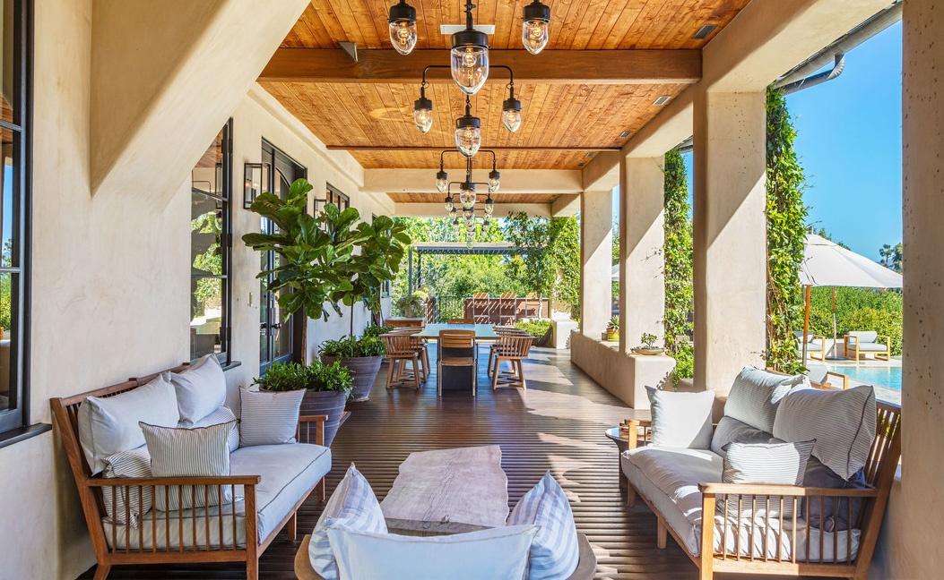 Justin Timberlake es Jessica Biel hazanak terasza Justin Timberlake és Jessica Biel (a popsztár és felesége, a színésznő) 35 millió dollárért árulja Hollywood Hills-i luxus birtokát.