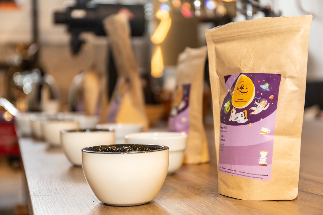 Kavehazak Ejszakaja kaveteszt A Kávéházak Éjszakája rendezvény ma és holnap (október 9-10) érhető el 30 kávéházában közel 70 ingyenes programmal fővárosunkban.