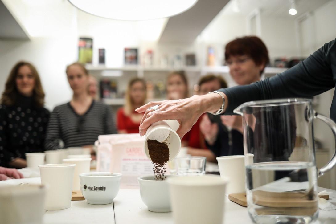 Kavehazak Ejszakaja muhely A Kávéházak Éjszakája rendezvény ma és holnap (október 9-10) érhető el 30 kávéházában közel 70 ingyenes programmal fővárosunkban.